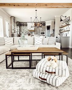 Looking for for pictures for farmhouse living room? Check out the post right here for amazing farmhouse living room inspiration. This particular farmhouse living room ideas seems totally superb. My Living Room, Home Interior, Interior Design Living Room, Home And Living, Living Room Designs, Small Living, Living Room Next To Kitchen, Farm House Dinning Room, White Living Rooms