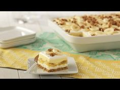 Machine learning meets trending news, viral videos, funny gifs, and so much more. Banana Split, Ice Cream Dishes, Banana Pudding Cake, Jell O, Cake Bars, Dessert Recipes, Desserts, Cooking Recipes, Sweet