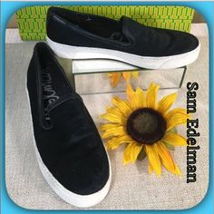 Sam Edelman🌟Black Pony Haired Canvas Lined Loafer Sam Edelman 🌻Comfortable & Chic Lightweight Pony Hair on the exterior & Canvas on the inside Tennis Shoe.  Some wear on the rubber could be cleaned!  Super comfy and lightweight! Sam Edelman Shoes