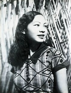 """""""The film 'Wild Rose' was a turning point in Wang Renmei's career and gave her a unique image among actresses. In the film, she played a character quite similar to herself in many ways. Her outgoing and bold personality was a hit with movie-goers and Wang Renmei soon had an army of fans. When magazines showed her latest styles, many young educated women rushed to follow suit."""""""