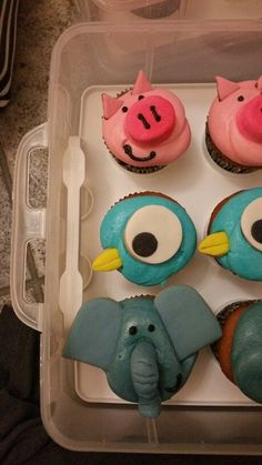 Piggy, Pigeon, and Elephant cupcakes inspired by Mo Willems