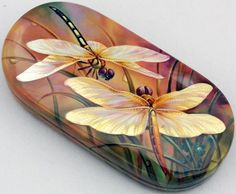The amazing beauty of Fedoskino lacquer miniature. Discussion on LiveInternet - Russian Service Online Diaries China Painting, Pebble Painting, Pebble Art, Stone Painting, Rock Painting, Dragonfly Painting, Dragonfly Art, Dragonfly Tattoo, Art Vintage