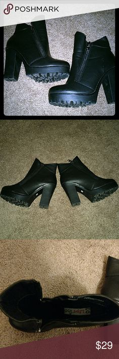 """2 Lips Too bootie Black 2 lips too double zipper bootie. 4 """" heel, 1"""" platform. Only worn once! Super cute :) 2 Lips Too Shoes Ankle Boots & Booties"""