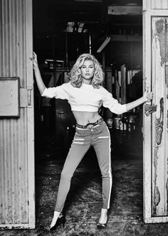 Hailey Baldwin Celebrates Anniversary of GUESS With Sexy Retro Photo Shoot Hailey Baldwin Model, Estilo Hailey Baldwin, Haley Baldwin, Guess Campaigns, Beauty And The Beat, Pin Up, Charlotte Mckinney, Guess Girl, Campaign Fashion