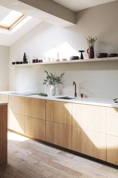 White Oak Kitchen, Plywood Kitchen, Ikea Kitchen Cabinets, Kitchen Worktop, Cupboards, Kitchen Countertops, Estilo Interior, Interior Desing, Interior Design Kitchen