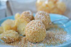 Wunderbar süße Topfennockerl mit Brösel und Kompott ist ein Rezept, dass sowohl als Hauptspeise aber auch als Dessert verwendet werden kann.