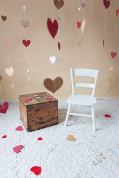 Valentine's Day mini session set-up idea heart garland chair butter box. Valentines Photo Booth, Valentine Backdrop, Valentine Mini Session, Valentines Day Memes, Holiday Mini Session, Valentines Day Pictures, Picture Backdrops, Diy Photo Backdrop, Backdrop Frame
