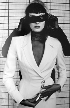 Thierry Mugler by Helmut Newton. Thierry Mugler by Helmut Newton. Paolo Roversi, Peter Lindbergh, Cindy Crawford, Erotic Photography, Fashion Photography, Photography Ideas, West Hollywood, Brigitte Nielsen, Newton Photo
