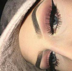 Sombrancelhas perfeitas olhos delineados sombra maquiagem cílios rímel