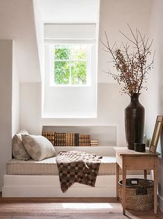 BETTY BURGESS DESIGN Window sleep seating - add a pull out tray, storage, plugins: guest room solved!
