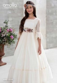 CEREMONIA ARTESANÍA AMAYA 2018  A los mejores precios del mercado Teléfono: 953.754.745     Whatsapp: 619.039.247   PARA VER LA... Girls First Communion Dresses, Holy Communion Dresses, Baptism Dress, Christening Gowns, Birthday Dresses, Blush Flower Girl Dresses, Little Girl Dresses, Girls Dresses, The Dress