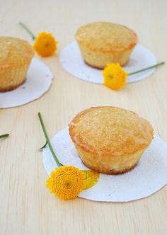Almond cakes with sugared apple icing / Bolinhos de amêndoa com cobertura açucarada de maçã by Patricia Scarpin, via Flickr