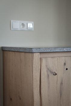 Thijs van de Wouw Keukens - Houten keuken in stijl Rustic Kitchen, New Kitchen, Decoration, Solid Wood, Door Handles, Sweet Home, Kitchen Cabinets, House Design, Storage