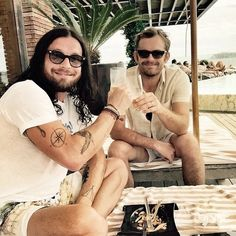 Nathan y Caleb. Kings Of Leon, King Of Kings, Mechanical Bull, Thanks For Everything, Cool Bands, Music Videos, Handsome, Tumblr, Actresses