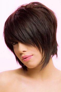 coiffure-femme-cheveux-courts-carree-plongeant-degrade-frange