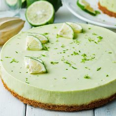 Avocado and lime raw cheesecake Cheesecake sans cuisson à l'avocat et citron vert