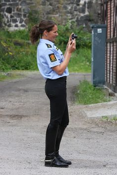 Army Police, Female Cop, Boots And Leggings, Police Uniforms, Jodhpur, Equestrian Style, Cool Boots, Riding Boots, Sporty