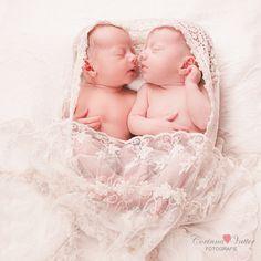 Zwillinge, Twins, Doppeltes-Lottchen, Zweifach-Eltern, Zwillingsfotografie, Zwillingsfotos, Zwillingsfotograf, Duisburg, Duesseldorf, Niederrhein, Corinna Vatter Fotografie,