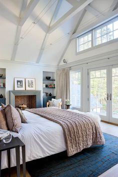 Bedroom master bedroom Design Ideas, Pictures, Remodel and Decor. Love the tall ceilings in the master bedroom! Dream Bedroom, Home Bedroom, Bedroom Decor, Bedroom Ideas, Bedroom Designs, Light Bedroom, Pretty Bedroom, Bedroom Storage, Peaceful Bedroom