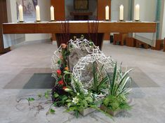 Palm Sunday, Eucharist, Garden Projects, Flower Arrangements, Diy And Crafts, Table Decorations, Flowers, Plants, Furniture