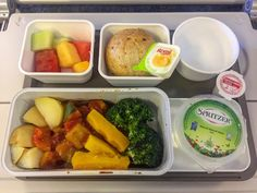 I have to request this dinner vegetarian menu from Cathay Pacific, it's enroute from Hong Kong - Jakarta, Indonesia. In flight menu :  sauted vegetables , fresh fruit.