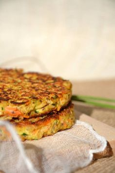 Vegetable pancakes with oatmeal {Thursday Veggie} www.lesrecettesde … Vegetable pancakes with oatmeal {Thursday Veggie} www. Veggie Recipes, Vegetarian Recipes, Cooking Recipes, Healthy Breakfast Recipes, Healthy Recipes, Healthy Drinks, Vegetable Pancakes, Chickpea Pancakes, Oatmeal Pancakes