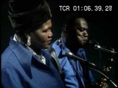 Big Mama Thornton - Ball and Chain - Live 1970 - Big Mama Thornton performs with Buddy Guy's Blues Band - Soul Stirring, This is the Blues.The Blues will grab hold of you. Jazz Blues, Blues Music, Big Mama Thornton, Music Songs, Music Videos, Hit Songs, Good Music, My Music, Rhapsody In Blue
