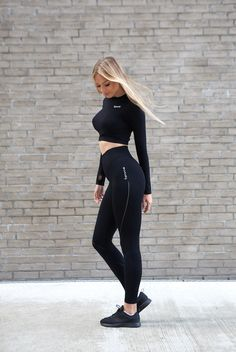 152c87d002 famme on Insta for more leggings, top and other activewear  #trainingforwarriors #socialenvy