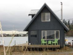 Like the color and design of this beach cabin. This one is on Bainbridge Island.