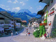 El idílico pueblo de Gruyères. Suiza                              …
