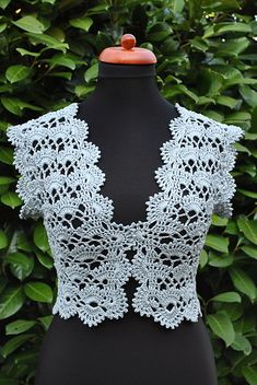 Boleros Mint Vest free crochet graph pattern similar to the chocolate one Débardeurs Au Crochet, Crochet Bolero Pattern, Gilet Crochet, Mode Crochet, Crochet Shirt, Crochet Jacket, Crochet Woman, Crochet Cardigan, Irish Crochet