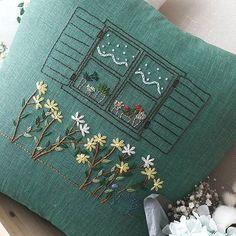 """""""꽃이 있는 창가"""" #프랑스자수 #embroidery #자수쿠션"""