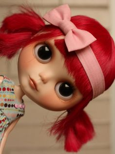 I want a little Blythe doll or 2 or 3 to sit on my shelf :)