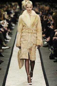 http://www.stylezza.com/paris-fashion-week-givenchy-fall-2014-2006