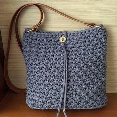 Cor maravilhosa azul-cinzento #crochê #crochet #croche #fiodemalha #malhamaniacas #trapillo #bolsa #tshirtyarn #crochetbag #fabricyarn #tshirtyarnbag #trapilho #bolsadetrapilho #bolsadecroche #bolsadefiodemalha