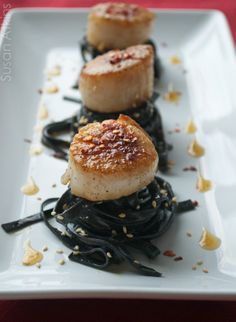 Suze Trades: Pan Seared Scallops and Squid Ink Pasta with Peanut Sauce and Spicy Sesame Oil Fish Recipes, Seafood Recipes, Cooking Recipes, Healthy Recipes, Seafood Dishes, Pasta Dishes, Squid Ink Recipe, Squid Ink Pasta, Scallop Pasta