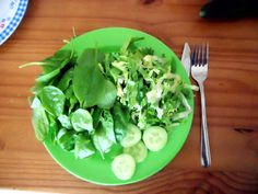 Green monday: raw spinach, endive and cucumber for my daily nitrite .. er.. vitamines.
