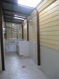 รวม ไอเดีย การต่อเติมห้องครัวหลังบ้าน เหมาะไว้ทำอาหาร ใช้งานหนักจริงจัง   iHome108 Dirty Kitchen Design, Small Space Kitchen, Kitchen Room Design, Home Room Design, Laundry Room Design, Interior Design Kitchen, Loft Kitchen, Backyard Kitchen, Balcony Railing Design