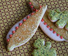 Thanksgiving Leaf Cookies -     Sparkling vanilla sugar cookie leaves all dressed up for Thanksgiving!