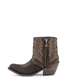 Fold top cowboy boots!!! Love this hippie style from @libertyblack