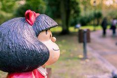 """Mafalda Portrait Street Oviedo  """"La vida no debería despojarlo a uno de la niñez sin antes darle un buen puesto en la juventud""""  fotoenlaces rinde un homenaje al humorista gráfico Quino Premio Príncipe de Asturias de Comunicación y Humanidades  http://www.fotoenlaces.eu/mafalda-portrait-street-oviedo/  #fotoenlaces #streetphotography #mafalda"""