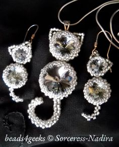 Beads4Geeks - swarovski rivoli cat pendant and earrings in Toho beads and silver.