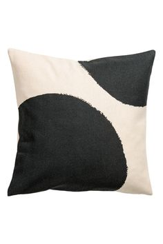 Patterned cushion cover - Natural white/Black - Home All | H&M GB 2
