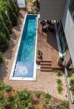 การออกแบบสระว่ายน้ำ Backyard Pool Designs, Small Backyard Pools, Small Pools, Swimming Pool Designs, Outdoor Pool, Backyard Ideas, Landscaping Ideas, Backyard Landscaping, Backyard Patio
