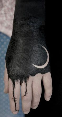 Check out the latest tattoos designs and ideas of Blackwork Tattoos. Check out the History of Blackwork Tattoos and its images. Latest Tattoos, Trendy Tattoos, Popular Tattoos, Cool Tattoos, Kunst Tattoos, Body Art Tattoos, Hand Tattoos, Sleeve Tattoos, Tattoo Design For Hand
