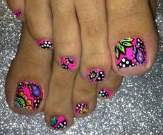 Cool summer pedicure nail art ideas 47
