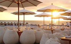 Un ricevimento al tramonto sulla spiaggia, a Napoli