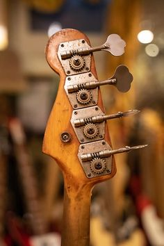 Vintage Bass, Vintage Guitars, Les Paul, Fender Relic, Fender Bass Guitar, Music Rooms, Audiophile, Handmade Pottery, Instruments