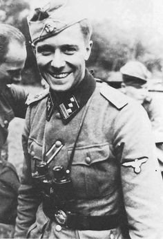 Hauptsturmführer Joachim Peiper  Es una lástima que esté muerto.