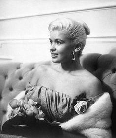 Jayne Mansfield, Golden Globe Award, Golden Globes, Marilyn Monroe, Old Hollywood Stars, Mariska Hargitay, Strapless Gown, New Star, Portrait